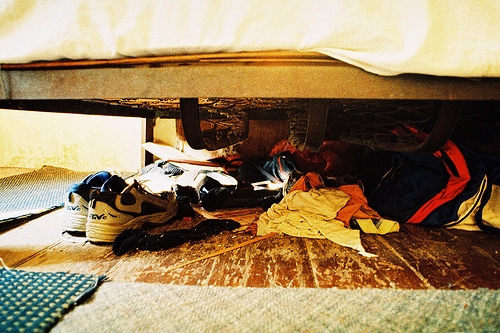 5. 床下堆放雜物